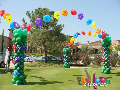 San diego flower theme decor by balloon utopia for Annual day stage decoration images