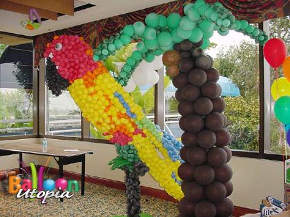 8' Parrot Sculpture