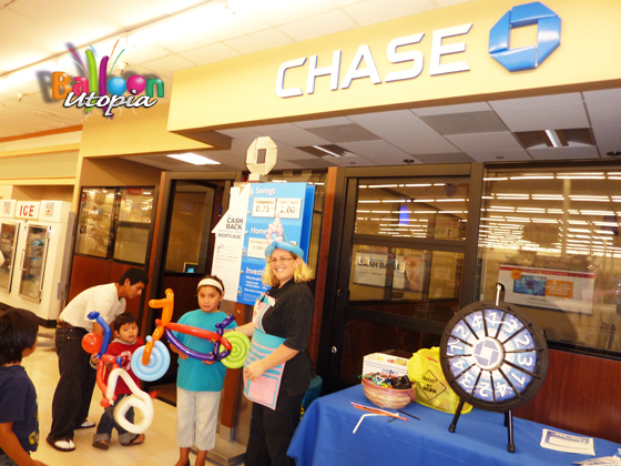 Chase Bank - corporate balloon twisting
